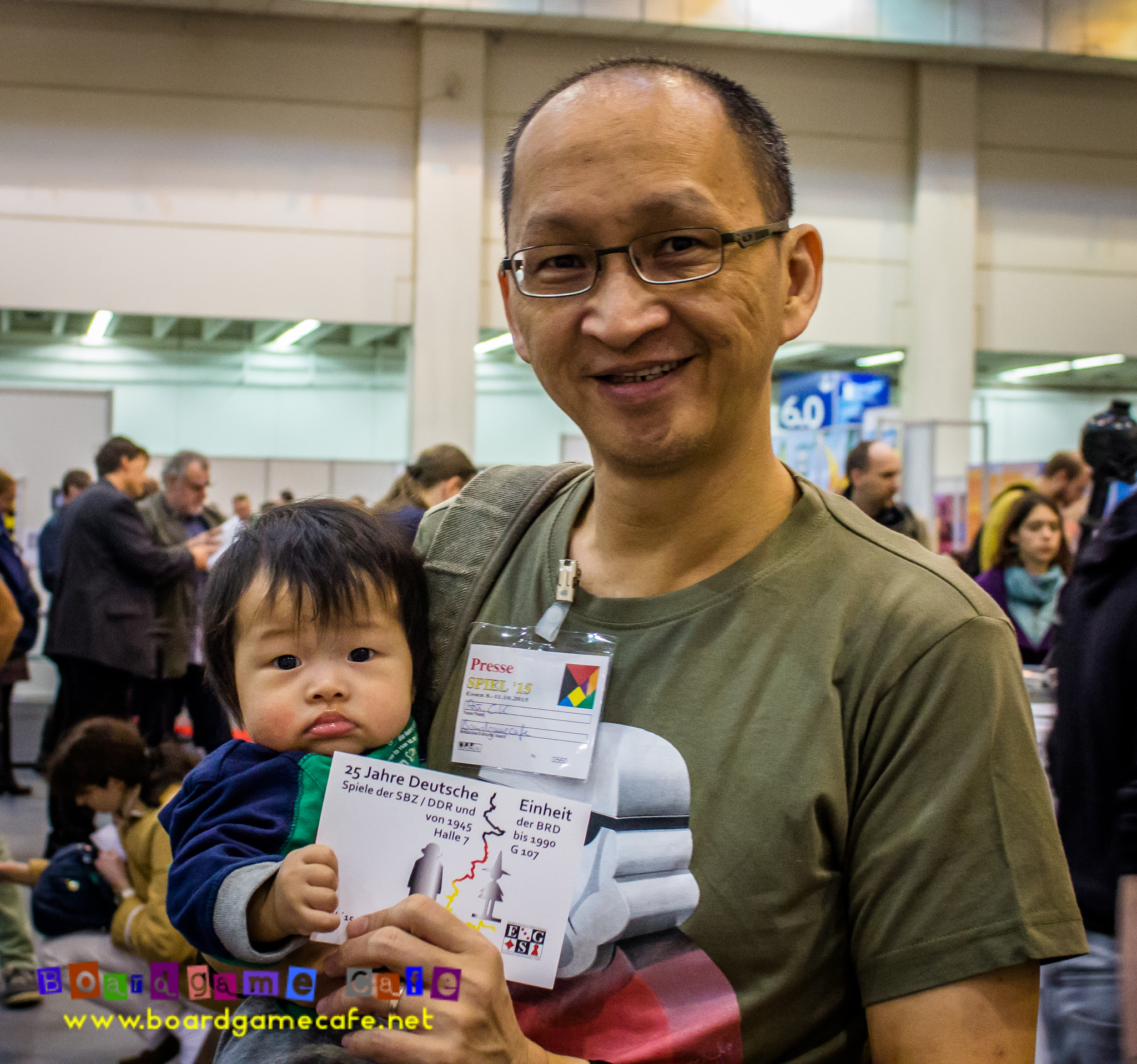 Spiel15: What does a 6-mth-old do in Essen Spiel?