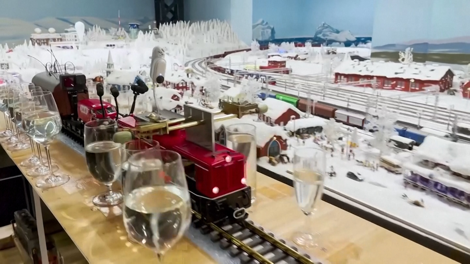 A World Record Music Medley.. by a model train!